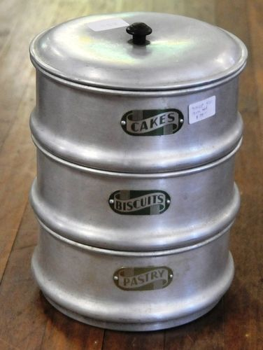 Cake Tin Set | Period: c1955 | Make: Vulcan | Material: Aluminium