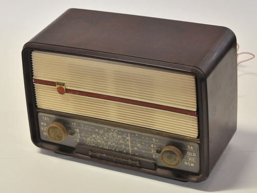 Bakelite Radio | Period: c1940s | Make: Philips | Material: Bakelite
