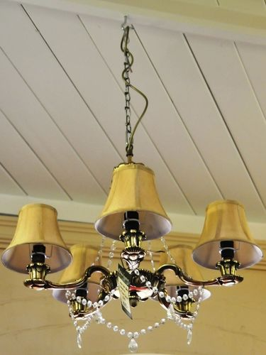5 Lamp Chandelier | Material: Various