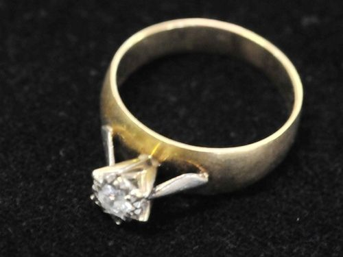 18ct Diamond Ring | Period: c1970s | Make: Handmade | Material: 18ct gold & diamond