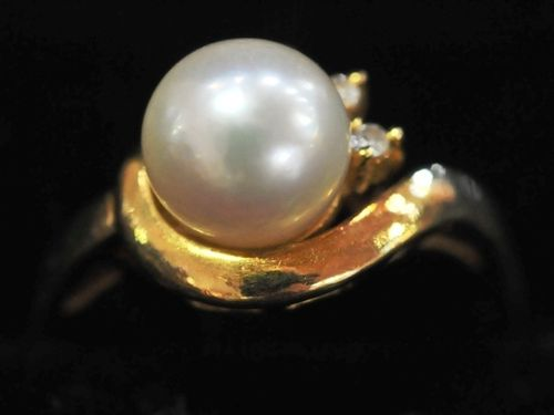 Pearl & Diamond Ring | Period: c1960s | Make: Handmade | Material: 18ct gold, pearl, and diamond