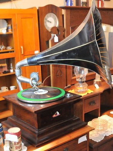 Diamond Disk Gramophone | Period: c1910 | Make: HMV