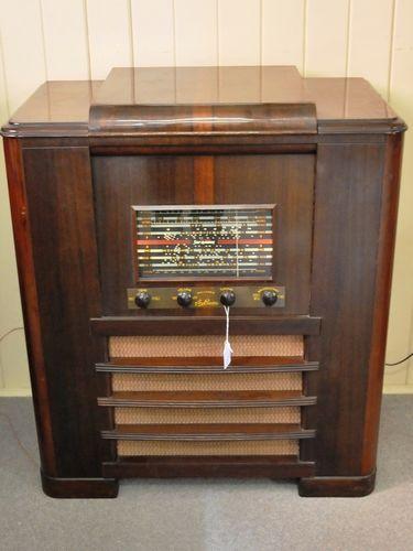Sky Raider Radiogram | Period: c1950 | Make: Reliance Radio Co (A/sia). | Material: Walnut veneer cabinet