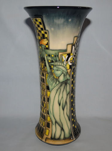 Moorcroft New York vase | Period: Contemporary | Make: Moorcroft | Material: Pottery | Moorcroft Ltd Ed vase New York 159/10