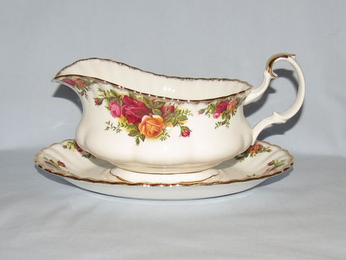 Royal Albert Old Country Roses   Period: 1970's   Make: Royal Albert   Material: Porcelain   Royal Albert Old Country Roses gravy boat and underplate