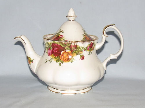 Royal Albert Old Country Roses teapot | Period: 1970's | Make: Royal Albert | Material: Porcelain | Royal Albert Old Country Roses 2 cup teapot