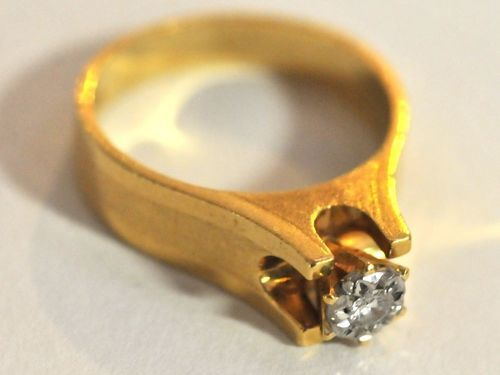 Paladium & Diamond Ring | Period: 1960s | Make: Handmade | Material: 18ct Paladium & diamond