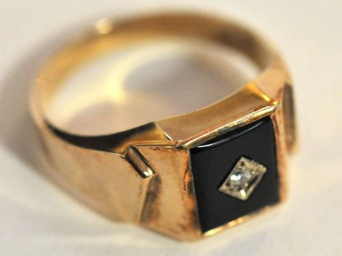Onyx Gold Ring | Period: c1990s | Make: Handmade | Material: 9ct gold, onyx and C.Z.