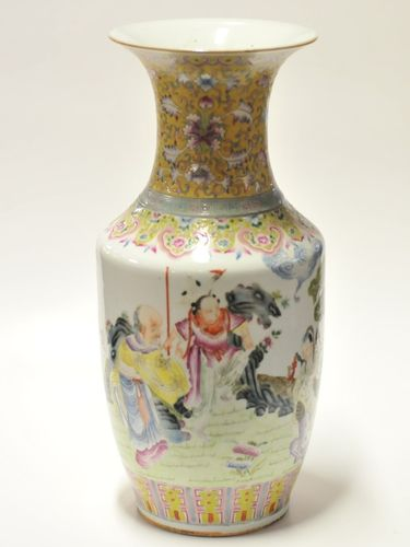 Famille Rose Vase | Period: Late 19th/Early 20th century | Material: Porcelain
