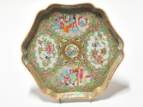 Rose Medallion Plaque | Period: 19th century | Material: Porcelain