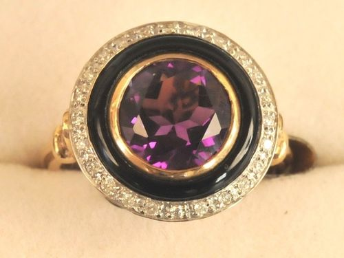 Onyx Ring | Period: New | Material: 9ct. gold, onyx, amethyst and diamond.
