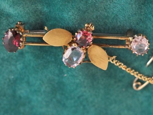 Bee Brooch | Period: Victorian | Material: 9ct gold, pink topaz and garnet