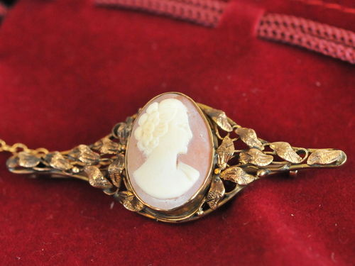 Shell Cameo Brooch | Period: Edwardian | Material: 9ct gold and shell cameo