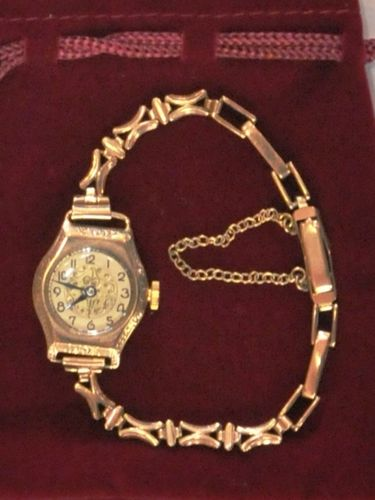 9ct Gold Ladies Wrist Watch | Period: c1935 | Make: Unbranded | Material: 9ct gold