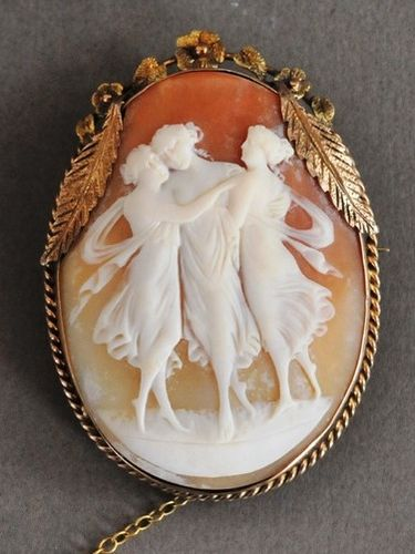 Cameo Brooch | Period: c1920s | Make: Prouds, Sydney NSW | Material: Shell cameo and 9ct gold.
