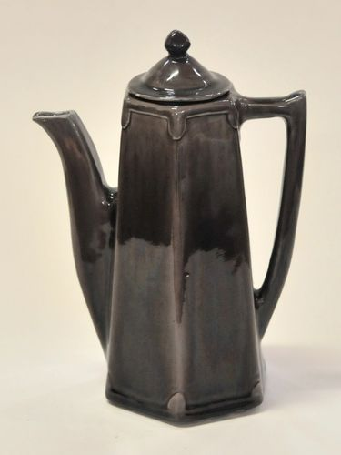 Harvey School Coffee Pot | Period: 1924 | Make: Gloria Lovelock | Material: Glazed Pottery