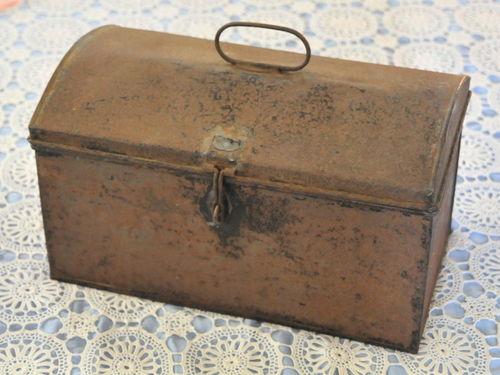 QR Crib Box | Period: c1930s | Make: QR - Queensland Rail | Material: Tin Plate