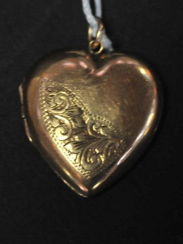 Heart Locket | Period: c1920s | Material: 9ct. gold back and front
