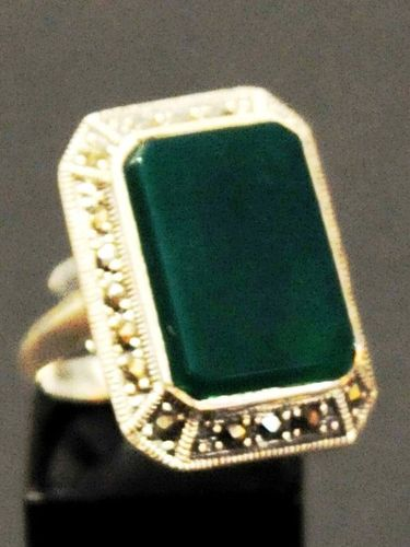 Agate Ring | Period: New | Material: Green agate set in sterling silver.